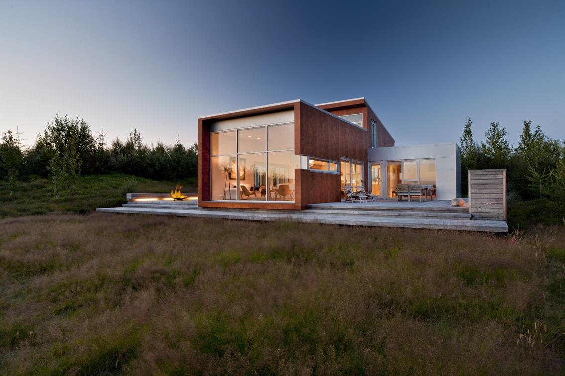 частный дом с панорамными окнами