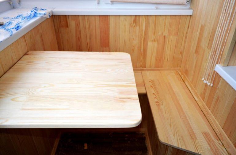 Самодельный откидной столик на балконе