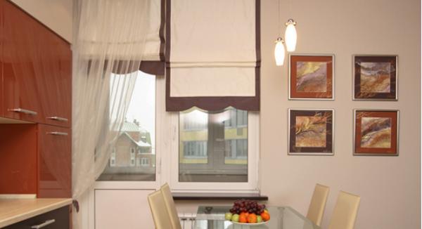 рулонные шторки на кухню с балконом