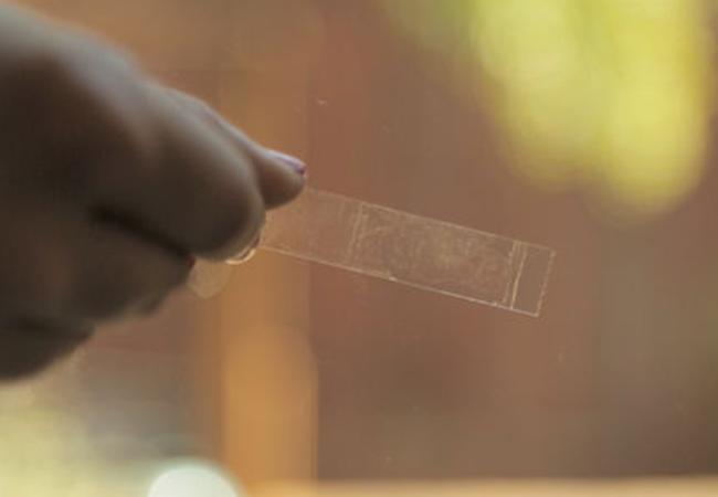 Чем отмыть следы от скотча с пластиковых поверхностей