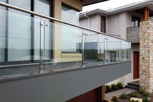 ограждение балконов из стекла