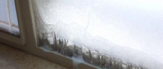 открыть замерзшую пластиковую раму на балконе